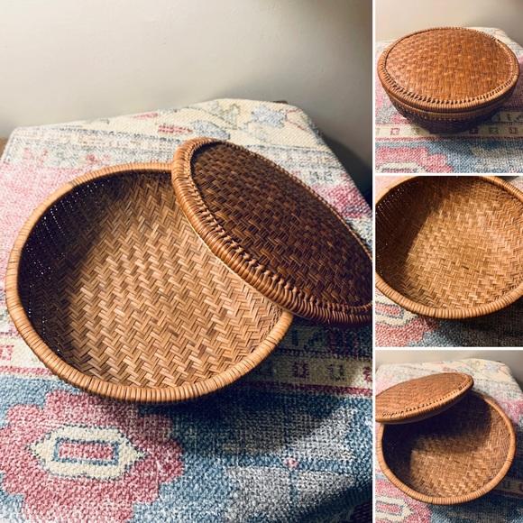 🦋2/$10 3/$15 4/$18 5/$20 Vintage Storage Basket